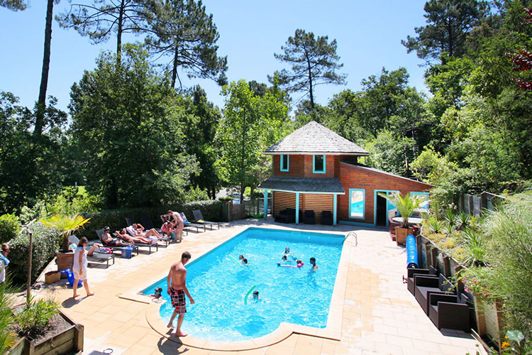 Heated pool of the Holiday resort in Messanges, Landes.